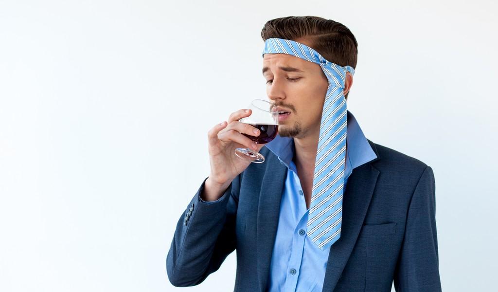 Почему у алкоголиков трясутся руки и как от этого избавиться?